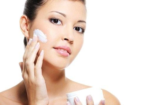 Sử dụng thuốc trị nám da mặt