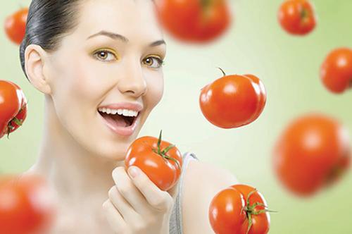 Cà chua giúp da sáng mịn, xua tan vệt tối màu trên da