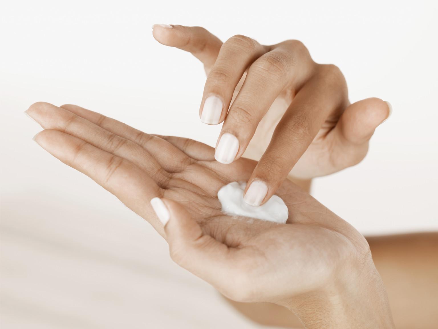Mỹ phẩm chứa chất corticoid làm da bị bào mòn, dễ bị kích ứng
