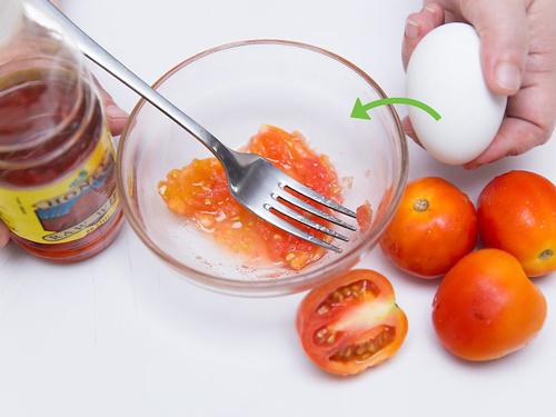 Hỗn hợp mặt nạ cà chua,lòng trắng trứng tốt cho da